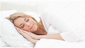 هكذا تستيقظين من النوم بمظهر أكثر جاذبية
