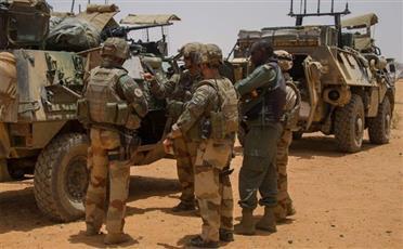 قوات ومروحيات عسكرية بريطانية تصل إلى لمالي