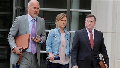 الممثلة التلفزيونية أليسون ماك أبرز أعضاء الطائفة والمتهمين في القضية