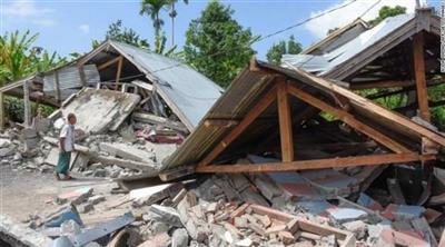 محاولات لإنقاذ مئات العالقين بعد زلزال إندونيسيا