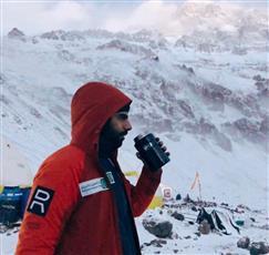 متسلق كويتي يصل لأعلى قمة بركانية في قارة أوقيانوسيا