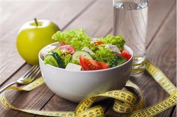 أغذية تحافظ على نضارة بشرتك أثناء الحمية الغذائية