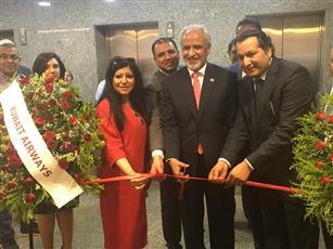 السفير غسان الزواوي خلال افتتاح مكتب الكويتية الجديد في إسطنبول