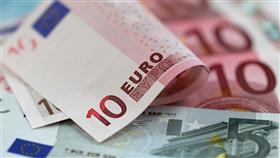 اليورو يهبط لأدنى مستوى في أكثر من عام أمام الدولار الأمريكي