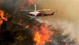 عمليات إطفاء الحرائق المستعرة في كاليفورنيا تتقدّم رغم الأحوال الجوية المعاكسة