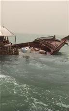 «الإطفاء البحري» ينقذ ستة أشخاص غرقت سفينتهم الخشبية بالقرب من ميناء الدوحة