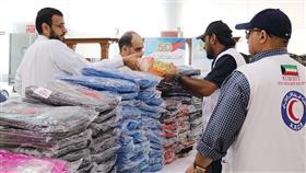 جانب من توزيع الحقائب على الأطفال