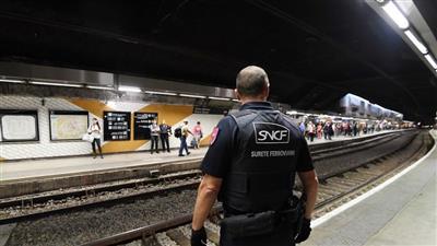 نشال في مترو باريس  - تعبيرية
