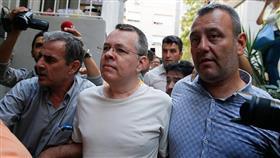 تركيا تسمح للقائم بأعمال السفارة الأمريكية في أنقرة بزيارة القس برونسون