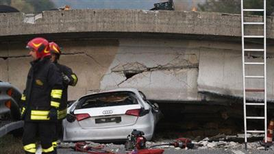 انهيار جسر بإيطاليا