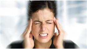 لماذا يهاجم الصداع النصفي المرأة أكثر من الرجل؟