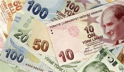 الليرة التركية تنخفض 7% مقابل الدولار.. بفعل مخاوف من العقوبات الأمريكية