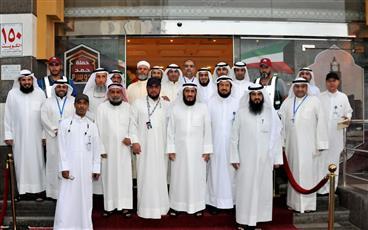 رئيس بعثة الحج الكويتية المهندس فريد عمادي مع رؤساء الفرق واللجان في البعثة