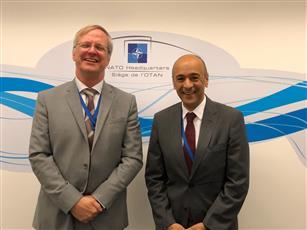 السفير جاسم البديوي خلال لقائه مع مدير التخطيط الدفاعي بول سافيرو
