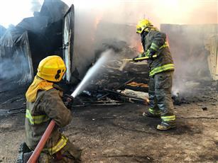 السيطرة على حريق هائل اندلع في سوق الخيام