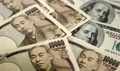 الدولار الأمريكي ينخفض لأدنى مستوى له خلال شهرين مقابل الين الياباني