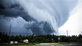 تراجع حدة الإعصار «لين» لعاصفة من الفئة الثالثة