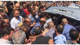 الآلاف يشيعون جثمان الفنان الأردني ياسر المصري