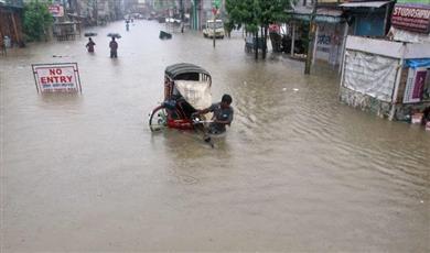 ارتفاع ضحايا السيول في الهند إلى 445 قتيلا