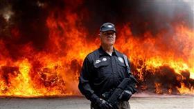 حرق أطنان من المخدرات والمواد الكحولية في المكسيك