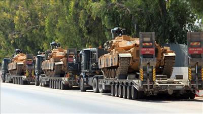 وصلت تعزيزات عسكرية تركية تشمل آليات إلى الحدود مع سوريا