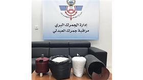 «جمارك العبدلي» تحبط محاولة تهريب 3 كيلو شبو و90 ألف حبة كبتاجون