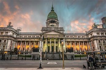 الأرجنتين: خطة تقشف لمعالجة الأزمة المالية الخانقة