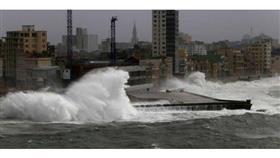 تحذير من عاصفة على ساحل خليج المكسيك في أمريكا مع اقتراب إعصار إستوائي