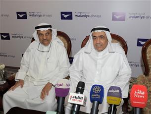 رئيس مجلس إدارة الخطوط الوطنية علي الفوزان متحدثا خلال المؤتمر الصحفي
