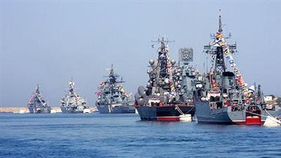 قائد البحرية الروسية يتفقد التدريبات العسكرية في المتوسط