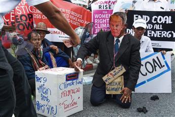 مظاهرات في بانكوك تسخر من ترامب.. وتطالب بتطبيق اتفاق باريس للمناخ