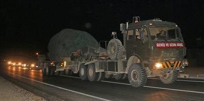 تركيا تدفع بتعزيزات عسكرية جديدة نحو الحدود السورية