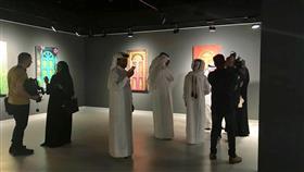 فنانة كويتية تبدع في معرض بقطر بلوحات تكشف قصص الأبواب وخفاياها