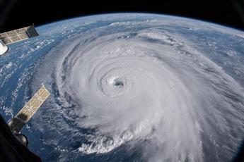 «ناسا» ترصد من الفضاء إعصار «فلورنس».. وترامب يحذر: شديد الخطورة
