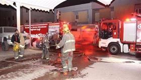 إخماد حريق قارب انتقل إلى محول كهرباء في الأندلس