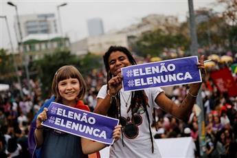 مظاهرات نسائية حاشدة تواجه مرشح للرئاسة البرازيلية يضطهد المرأة