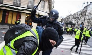 الشرطة الفرنسية تقبض على 34 شخصا خلال احتجاجات السترات الصفراء في باريس