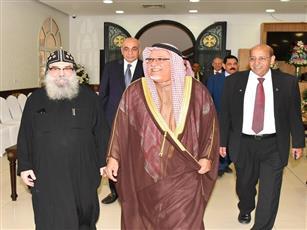 وزير شؤون الديوان الأميري يزور كاتدرائية «مارمرقس» لتقديم التهاني بعيد الميلاد