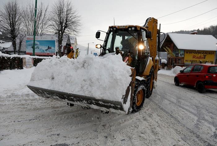 شلل مروري بسبب استمرار تساقط الثلوج في بولندا