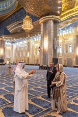 رئيسة الاتحاد البرلماني الدولي تزور مسجد الدولة الكبير