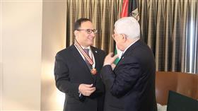 الرئيس الفلسطيني يمنح السفير منصور العتيبي «نجمة القدس».. تقديرًا لجهوده المميزة