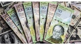 ضربة جديدة للعملة الفنزويلية