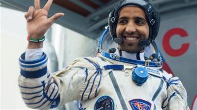 رائد الفضاء الإماراتي هزاع المنصوري يعود إلى الأرض