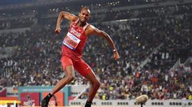 القطري معتز برشم يحتفظ بذهبية الوثب العالي في بطولة ألعاب القوى