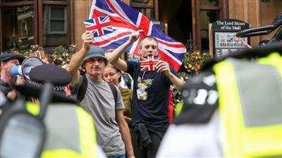 الشرطة البريطانية تعتقل 135 متظاهرًا في احتجاجات البيئة