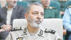 القائد العام للجيش الإيراني اللواء عبد الرحيم موسوي