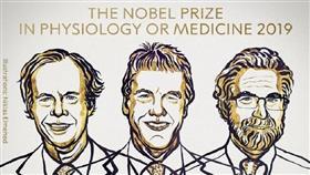 من اليسار إلى اليمين: ويليام ج. كايلين (الإبن)، السير/ بيتر ج. راتكليف، غريغ ل. سيمينزا