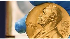 منح جائزة نوبل في الفيزياء لثلاثة علماء لمساهمتهم في فهم تطور الكون