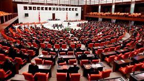 البرلمان التركي: تمديد تفويض أردوغان بالعمليات العسكرية في سوريا والعراق