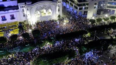 احتفالات عارمة في تونس لفوز قيس سعيد بالسباق نحو قصر قرطاج
